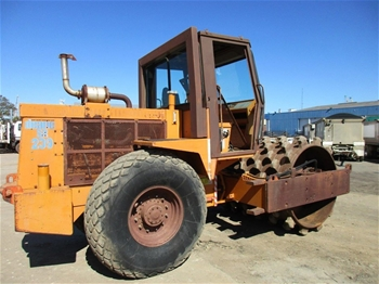1991 Case Vibromax 1102HP Roller Pad Foot