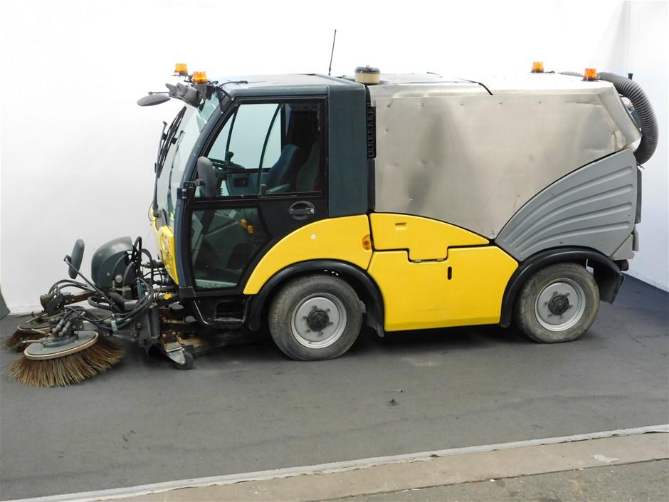 Hako 'Citymaster 2000' Compact Sweeping Vehicle