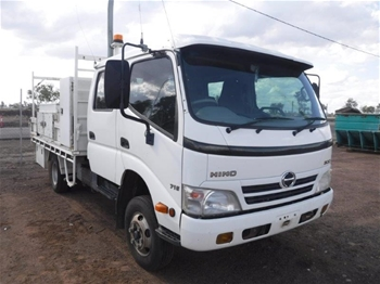 2010 Hino 300/716 Series Wide 4 x 2 Service Truck