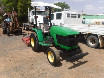 John Deere 4200 2WD Tractor