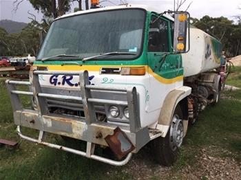 09/1984 Isuzu Fuel Tanker Truck