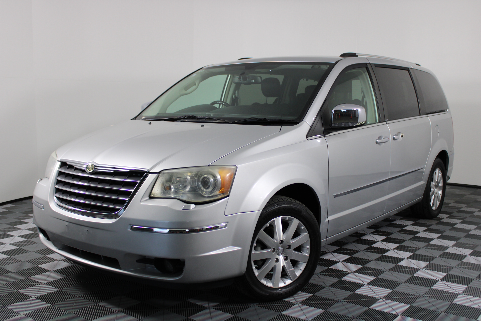 2009 Chrysler Grand Voyager Limited RT Automatic 7 Seats People Mover