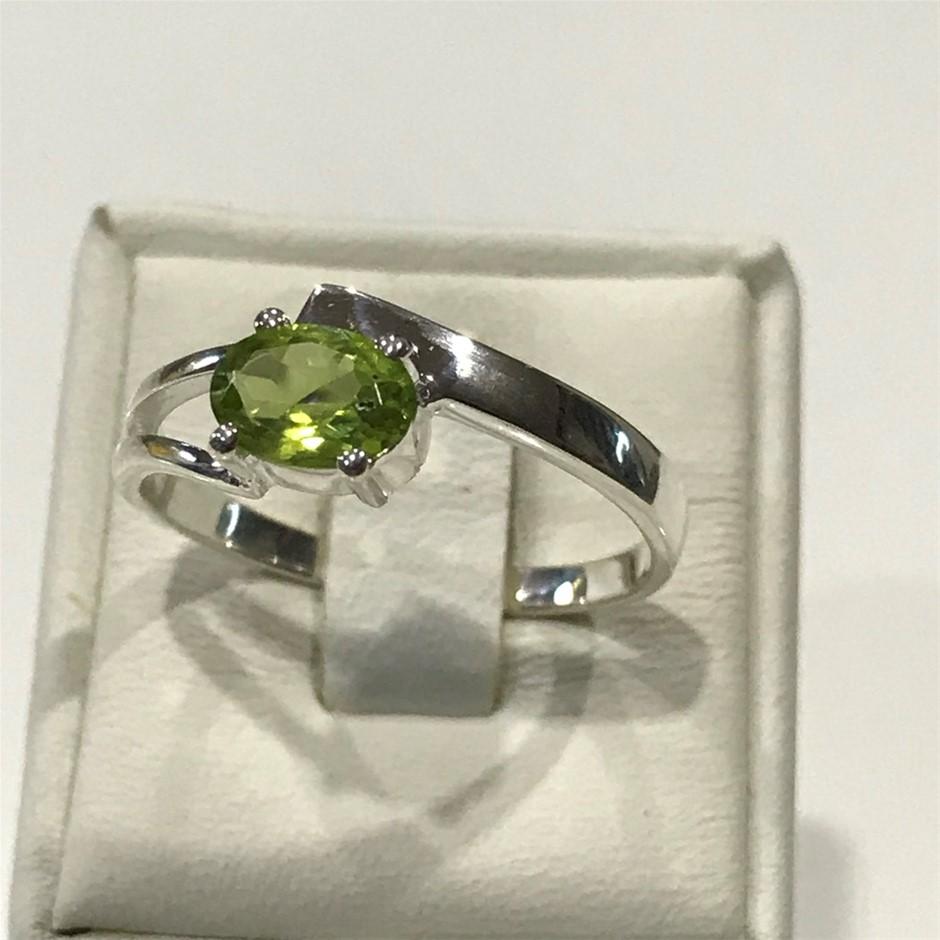 Pretty Genuine Peridot Ring Size R (8.75)