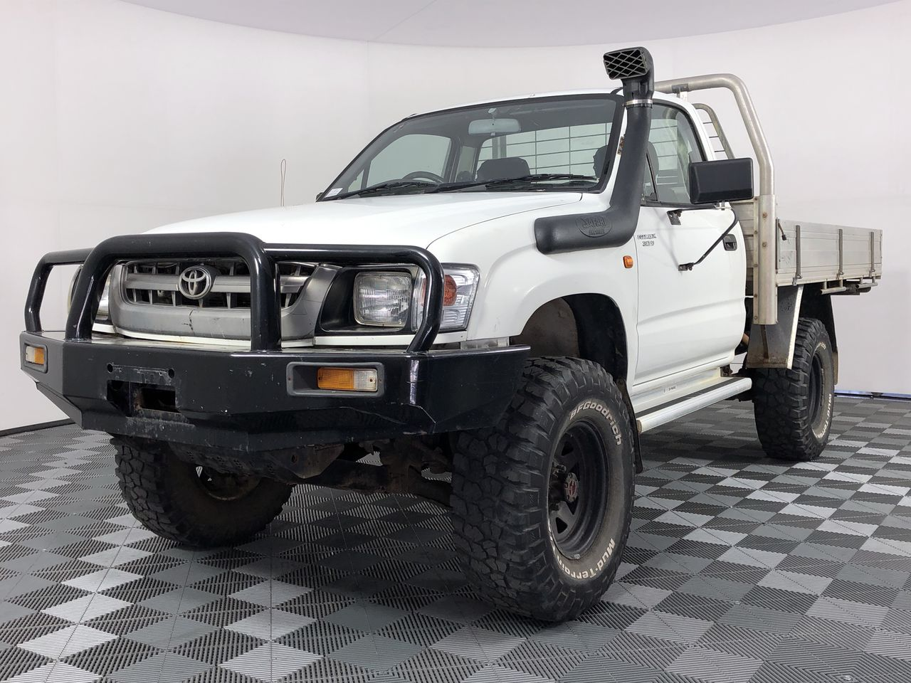2004 Toyota Hilux (4x4) Manual Cab Chassis (WOVR)