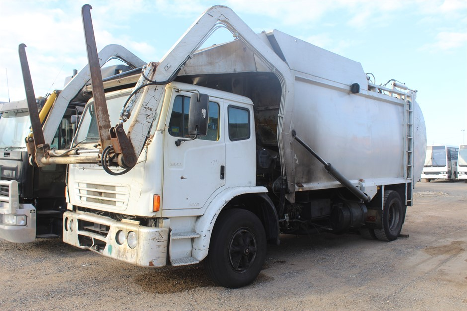 2007 Iveco Acco 4 x 2 Garbage Truck