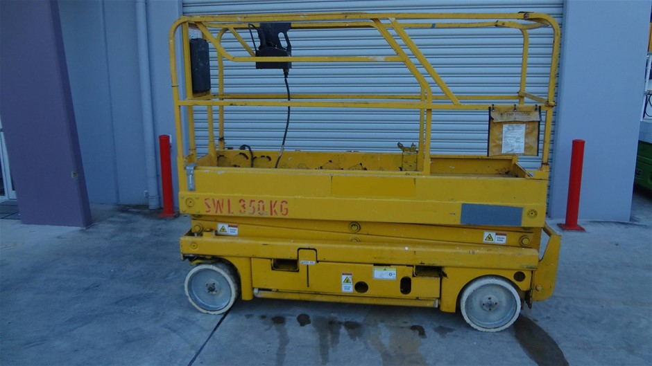 Haulotte Compact 8 Narrow electric scissor lift - large capacity lift