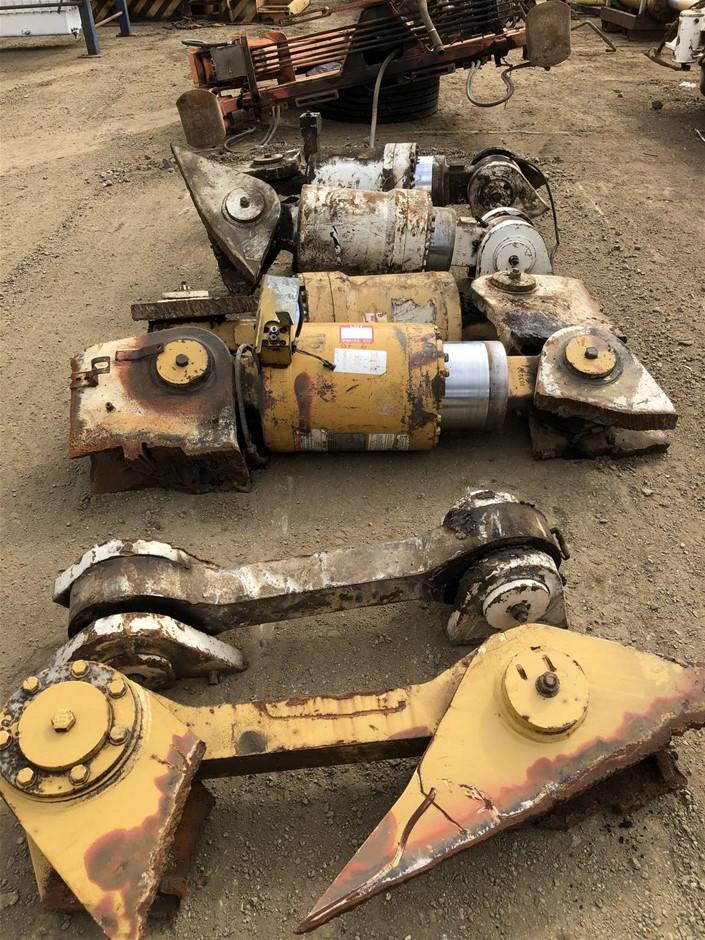 Caterpillar 784/785 rear Dump Truck struts