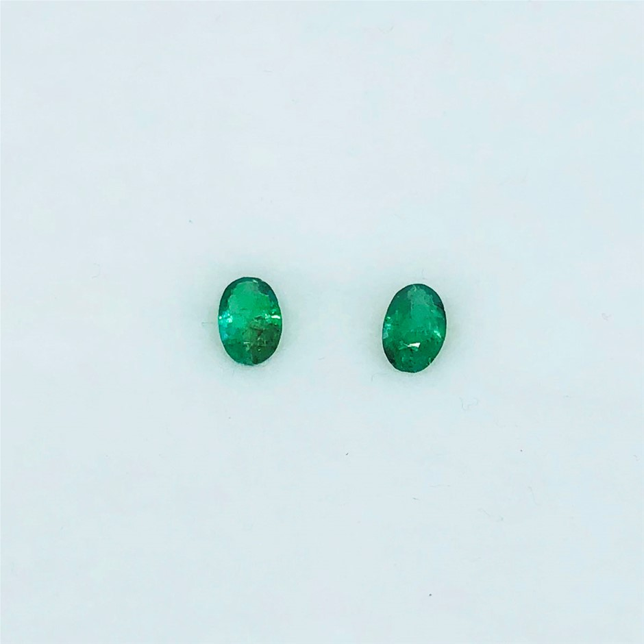 0.82 Ct - Oval Cut Pair of Natural Emerald