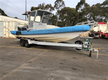 7.4m Ridged Pontoon Centre Console with Dual Axle Trailer