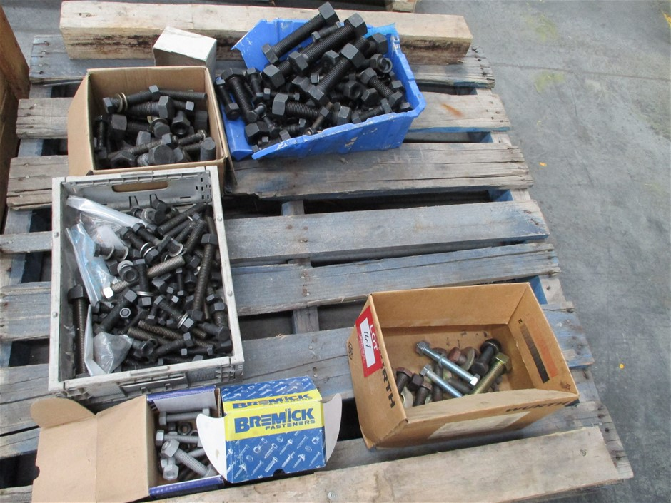 Quantity of Assorted Nuts and Bolts