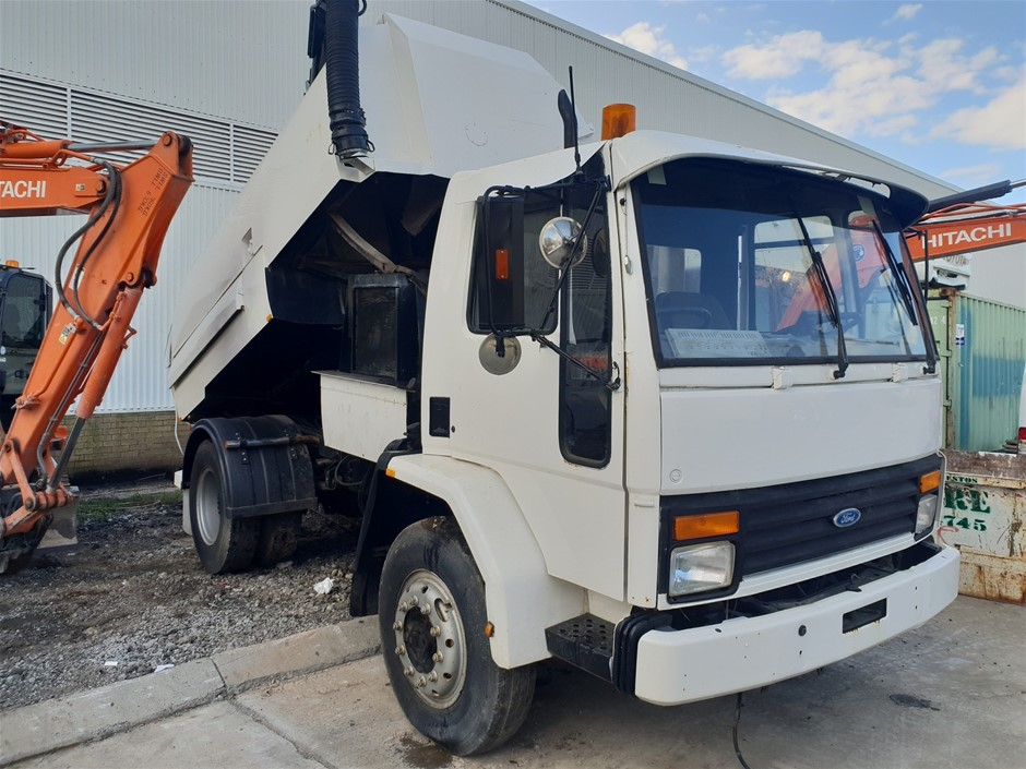 1990 Ford Cargo 4 x 2 Sweeper Truck