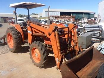 Kubota M4700 Tractor