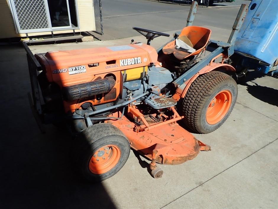 Kubota B1700 HST Mid Deck Mower / Tractor