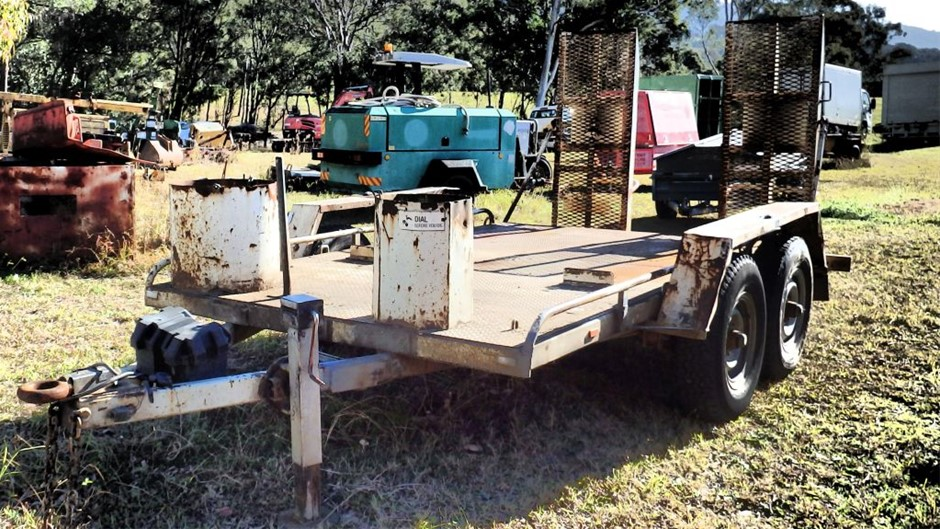 Circa 2002 Beaver Tail Plant Trailer with spring loaded ramps