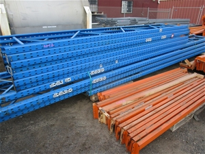 Large Quantity of Pallet Racking compris