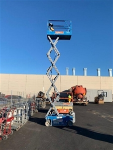 19ft (5.7m) Scissor Lift - 2005 Genie GS