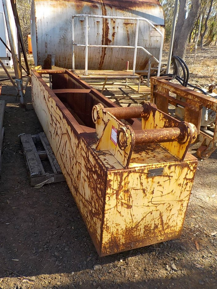 2012 Melrose Excavator Shute Attachment