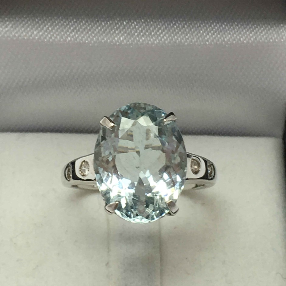 18ct White Gold, 5.60ct Aquamarine and Diamond Ring