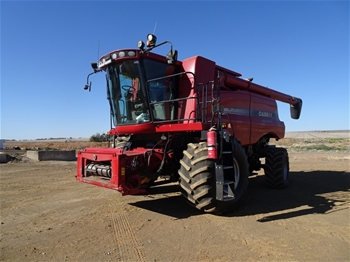Case 7130 Header and Front