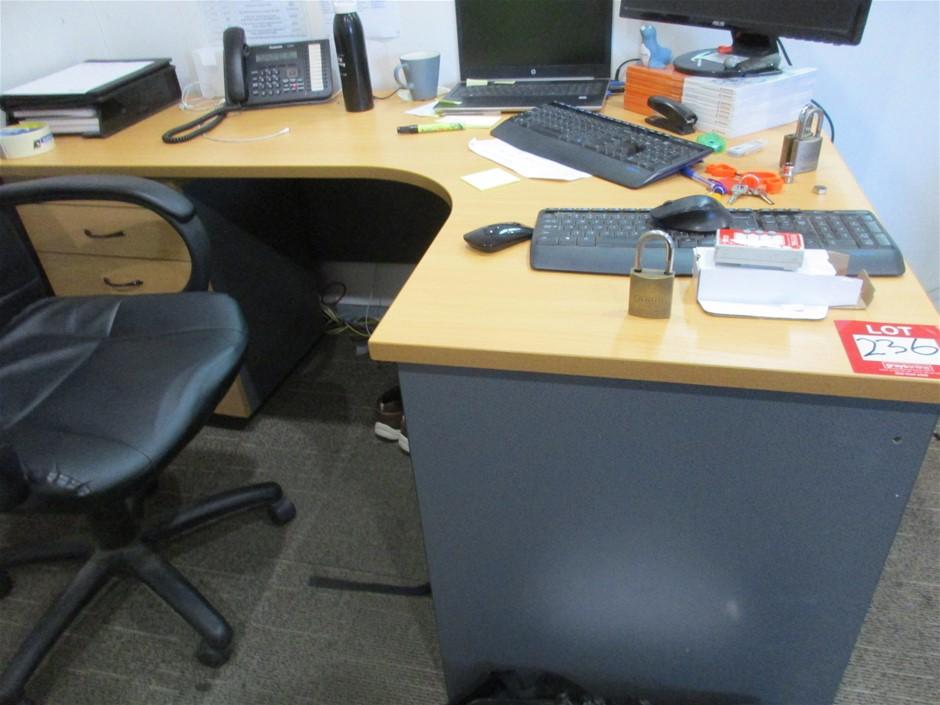 1 xStraight Desk with 1 x 3 Drawer Pedestal