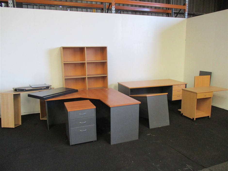 Small Quantity of Office Furnitures