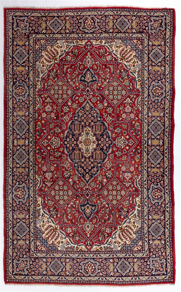 Persian Isfahan Hand Knotted Rug Size (cm): 215 x 335