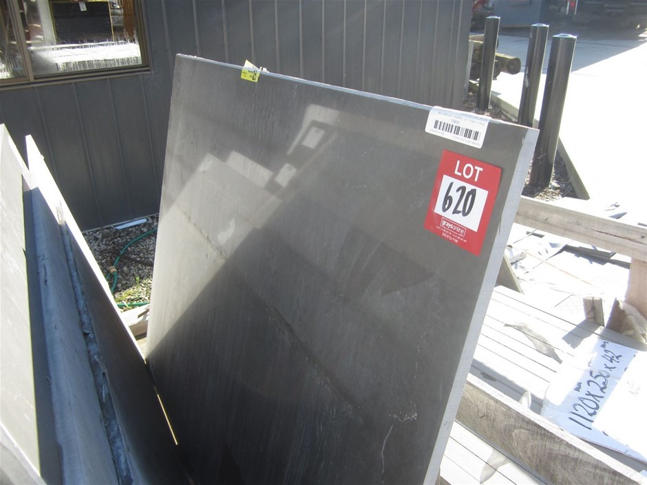 Polished Caesarstone Bench Top. 1440mm x 1116mm x 20mm PIATA GREY