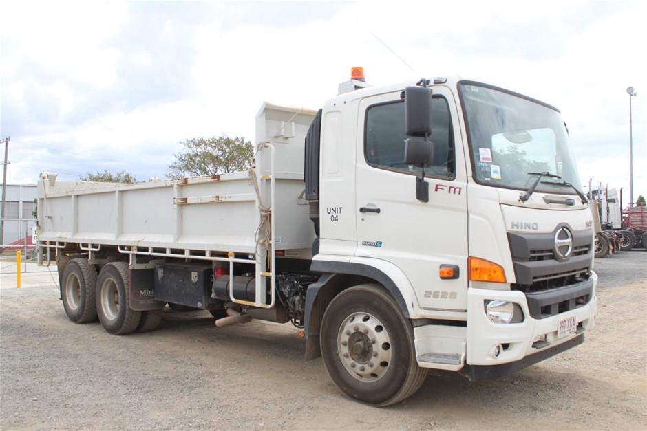 2017 Hino FM 6 x 4 Tipper Truck