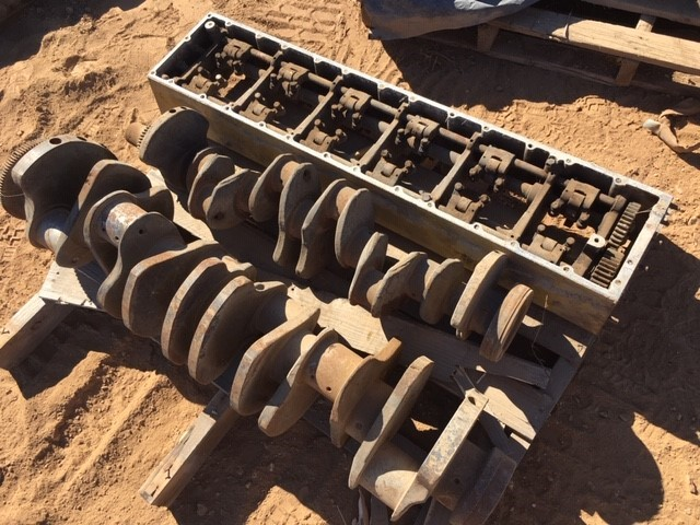 Caterpillar D10 Twin Stack, crank case and crank shafts