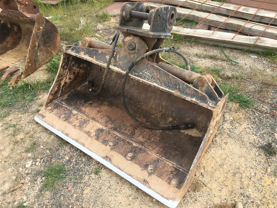 Tilt Mud Bucket, 1200mm wide, ABS