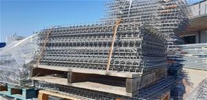 Mesh decks suitable for pallet racking