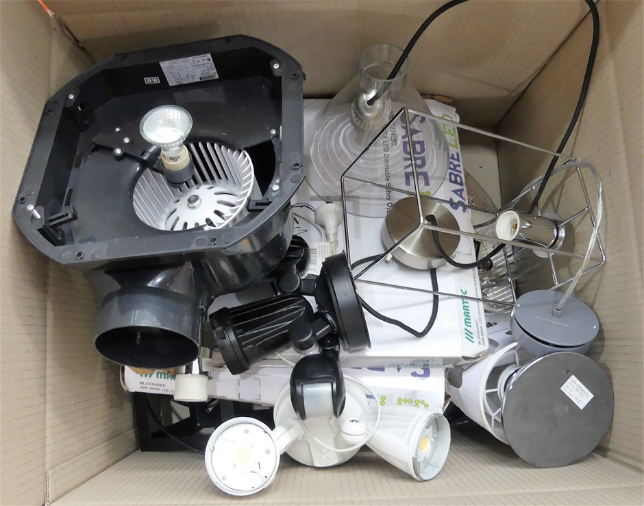 Box of approx 10 x assorted lights and parts