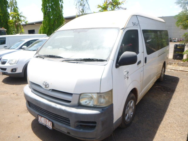 2005 Toyota Commuter 200 Series FWD Manual - 5 Speed Van