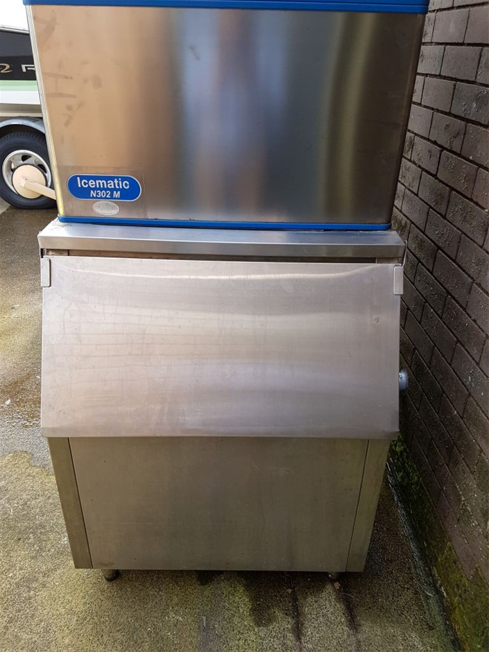 Icematic N302M Ice Machine 320kg / 24hr With Storage Bin Ice Maker Italy