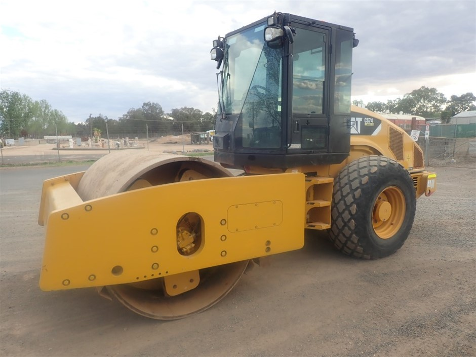2011 Cat CS74 Smooth Drum Roller