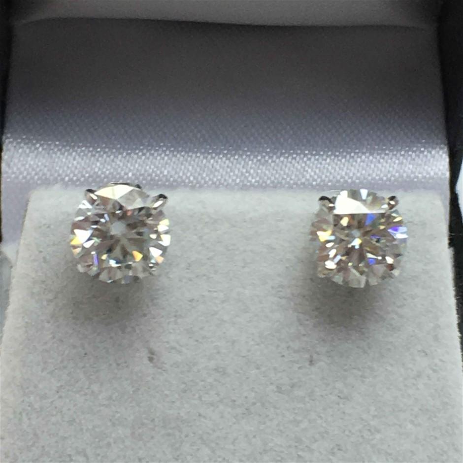 18ct White Gold, 3.18ct Moissanite Earring