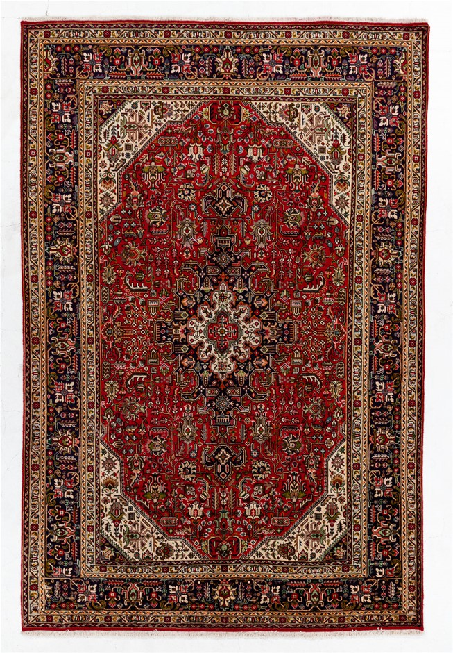 Persian Tabriz Hand Knotted 100% Wool Pile Size (cm): 200 x 300