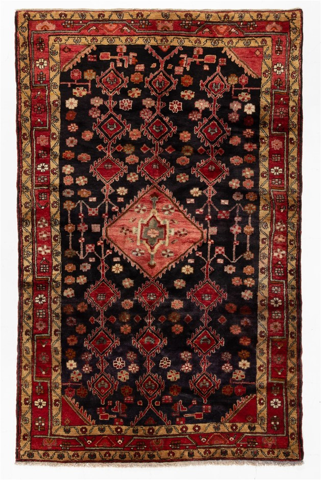 Persian Hamadan Hand Knotted 100% Wool pile Size (cm): 165 x 260