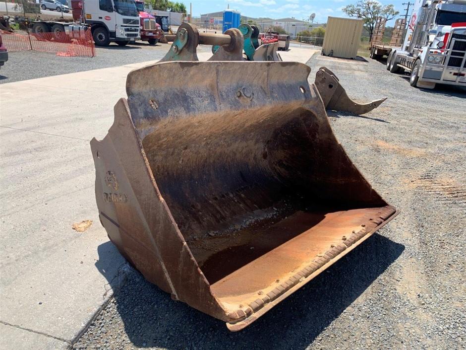 Atlas Engineering Tilting Mud Bucket
