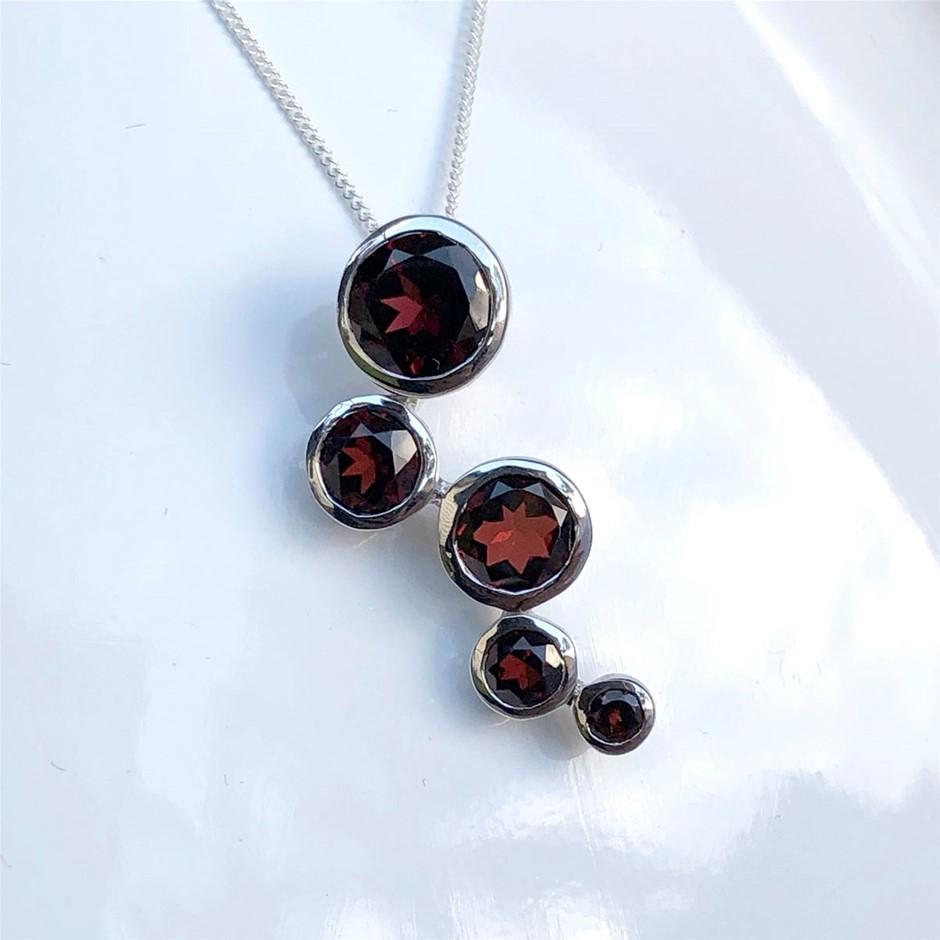 Lovely 925 Sterling Silver Garnet Pendant