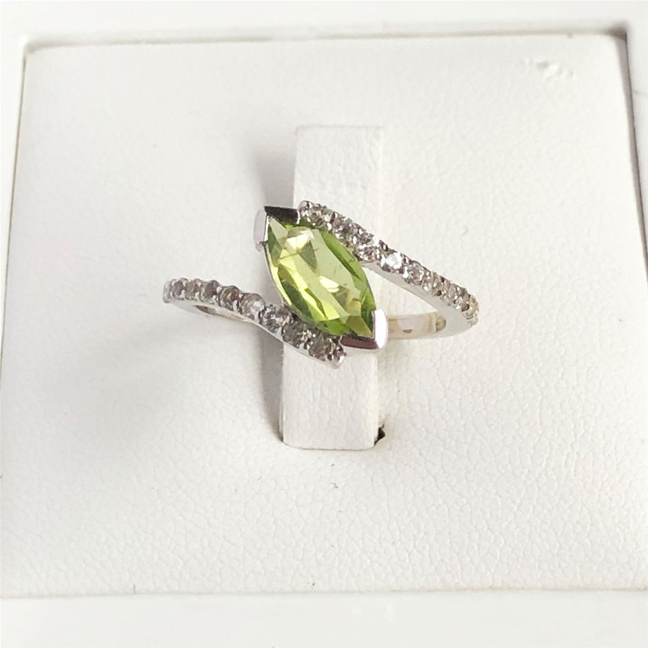 925 Sterling Silver Peridot & White Topaz Ring