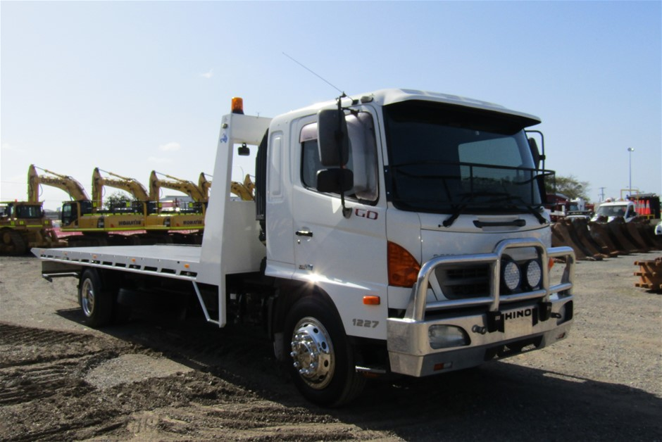 08/2008 Hino GD 500 Series 1227 Tilt Tray Tow Truck Second Hitch