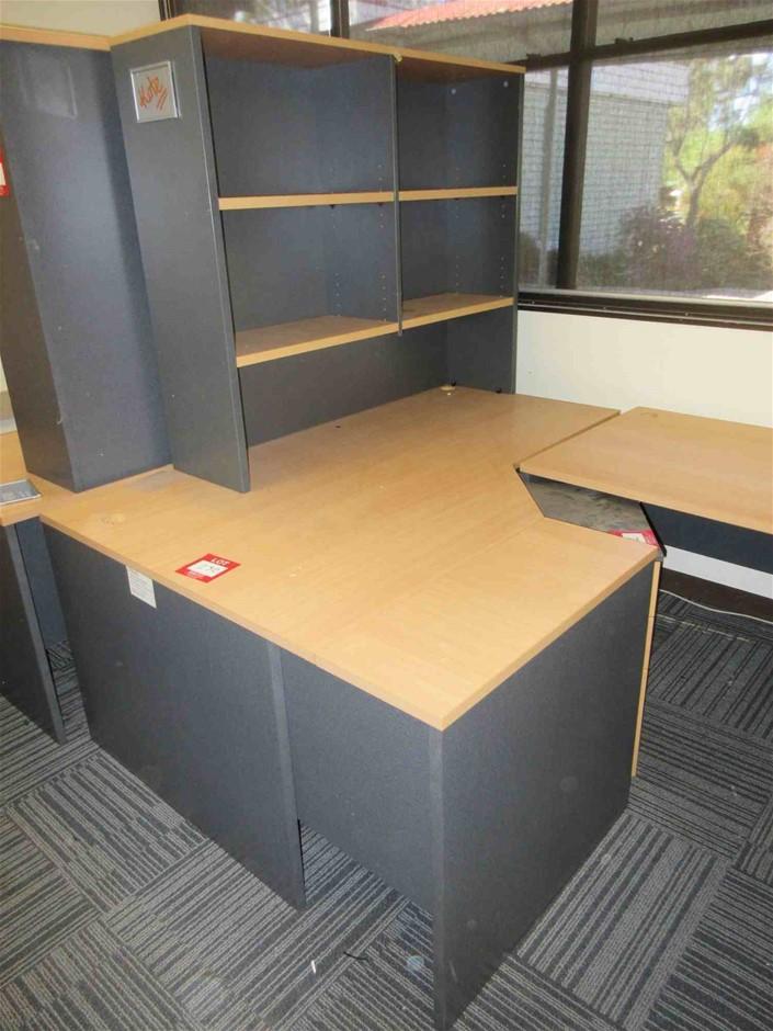 Corner Desk With Desk Mounted