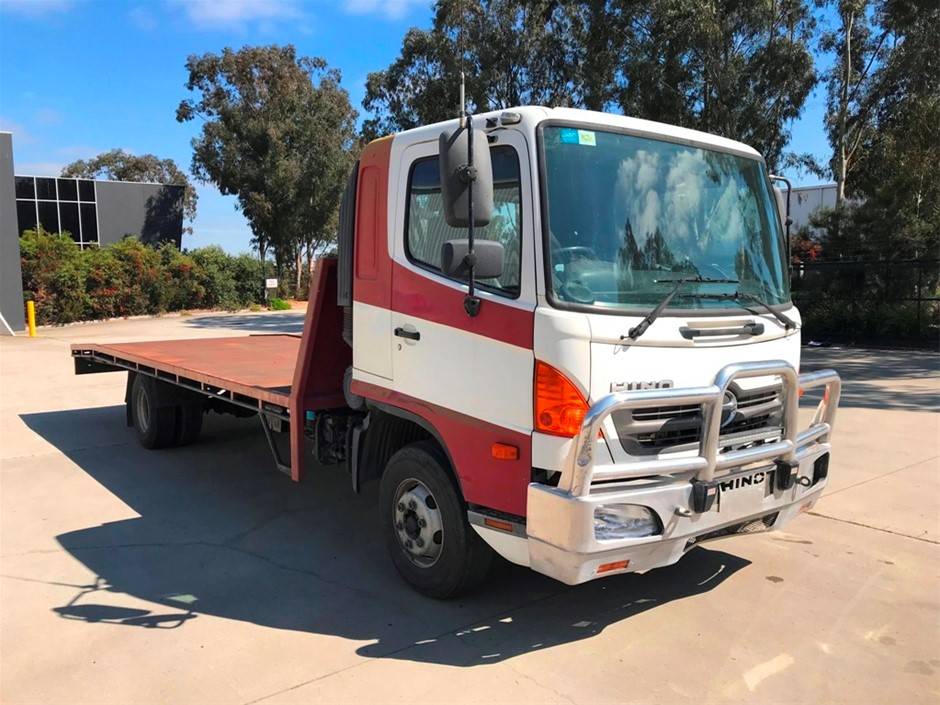 2008 Hino FD 1J Series 2 4 x 2 Cab Chassis Truck