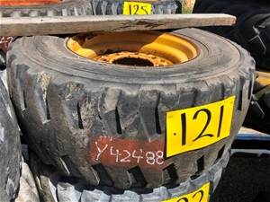 Caterpillar 262c Tyre And Rim Gp R 16.5