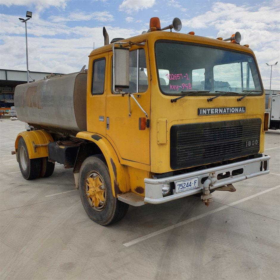 1987 International 1800 4 x 2 Water Truck