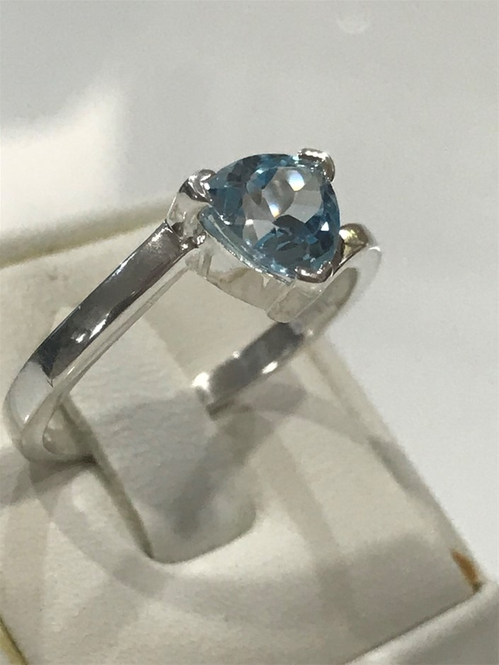 Stunning 2.00ct Blue Topaz Ring