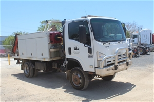 2008 Isuzu NPS 4x4 Service Truck with Cr