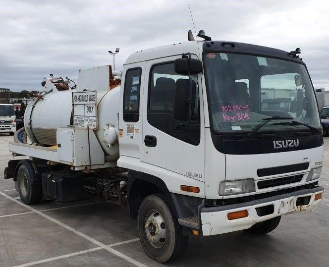 2006 Isuzu FRR500 4 x 2 Vacuum Truck