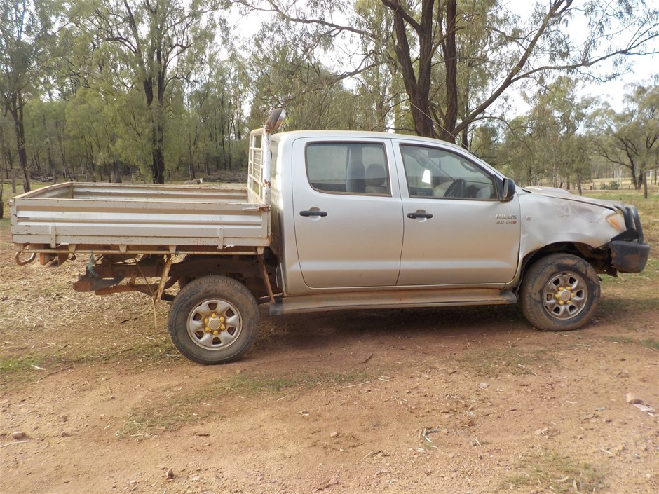 2006 Toyota Hilux Manual - 5 Speed Dual Cab 4 x 4